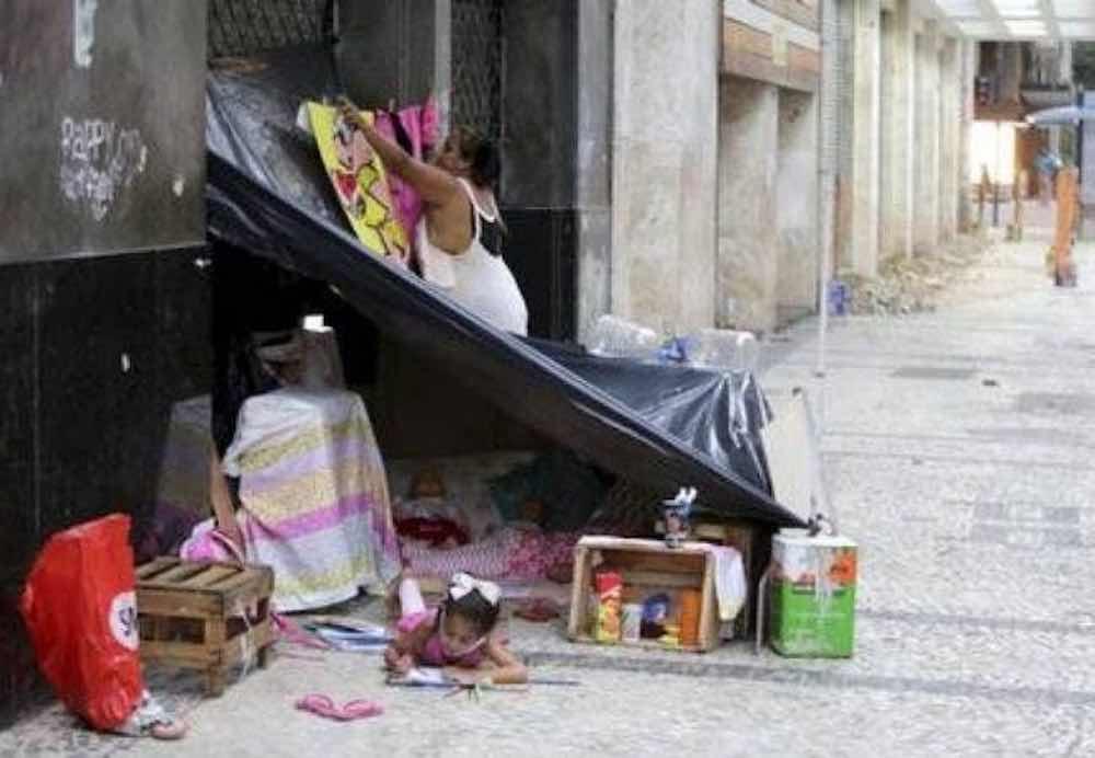 dramma di una madre costretta a vivere per strada